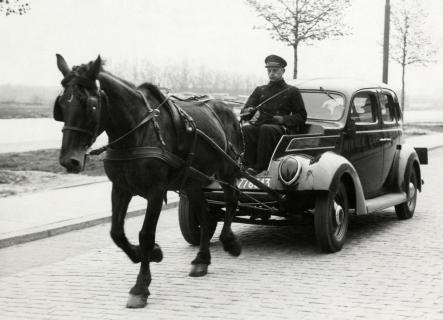 horse-drawn-car-circa-wwii1[1]